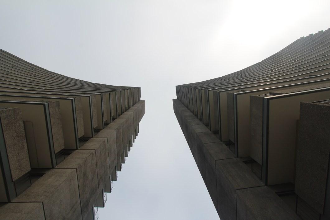 Imagen gratis de dos edificios en contrapicado