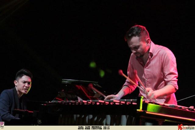 Java Jazz Festival 2015 Day 1 - Dominik Bukowski ft Sri Hanuraga (2)