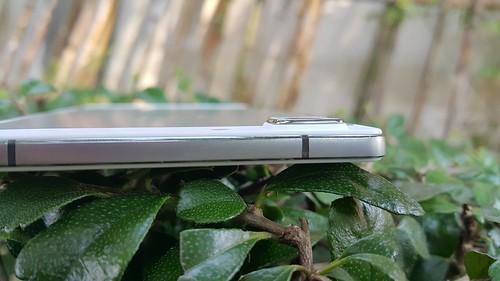 เลนส์กล้องของ Oppo R5 ออกนูนนิดๆ