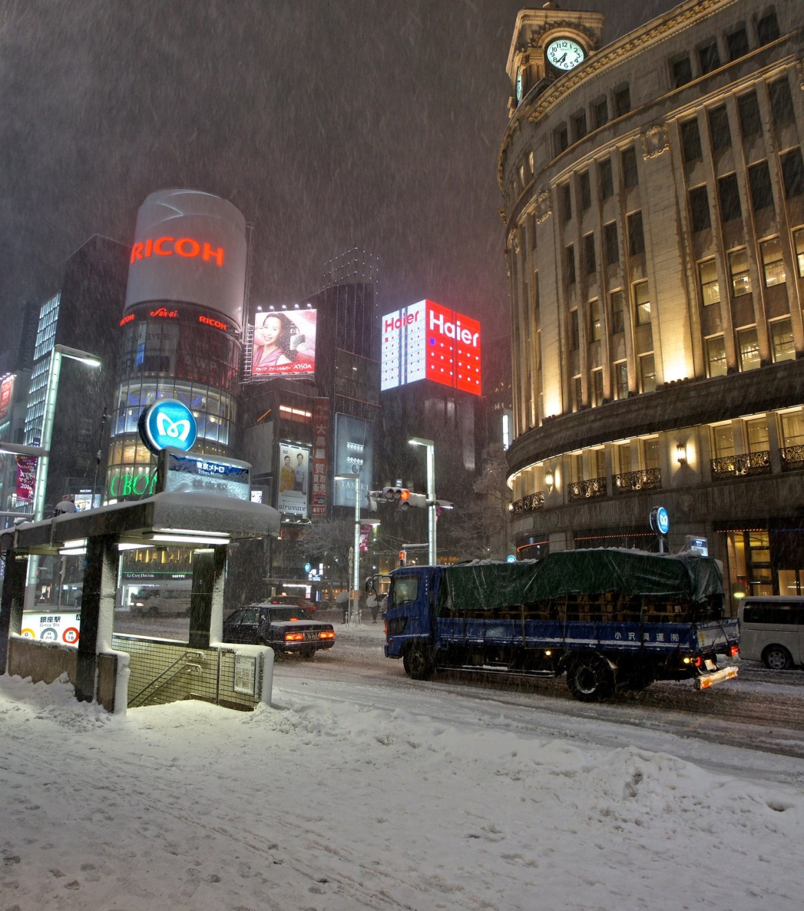 Ginza in Snow : Ricoh gallery and Clock Tower