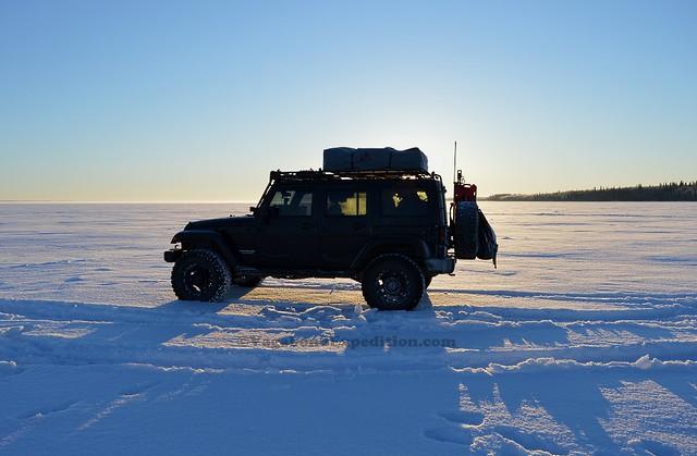 1024 - ve - jeep on lake DSC_1985