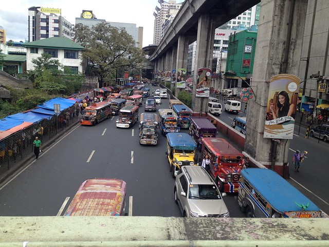 Tráfico reducido en Araneta-Cubao (Manila)