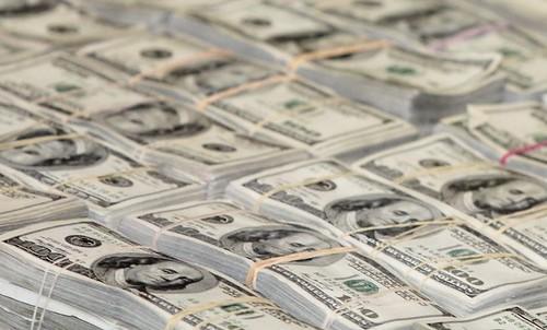 El Banco de México subasta dólares por caída del peso
