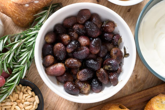 balsamic roasted grapes