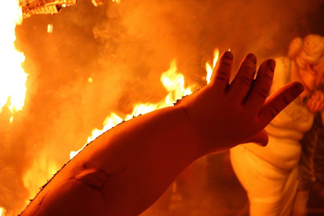 Imagen gratis de un ninot ardiendo