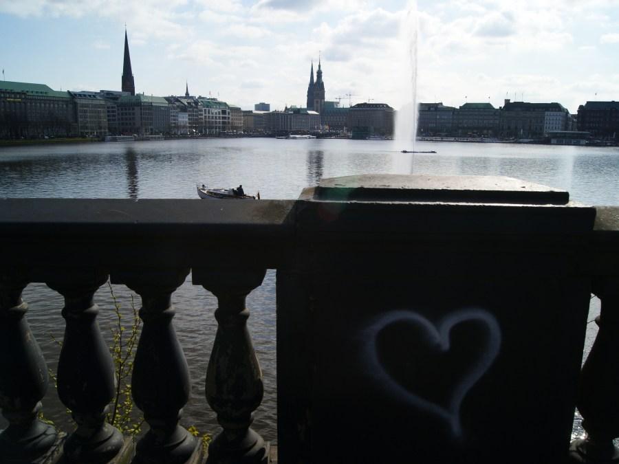 9 Bruggen in Hamburg, Kennedybrücke, foto door rhapsodienbleu