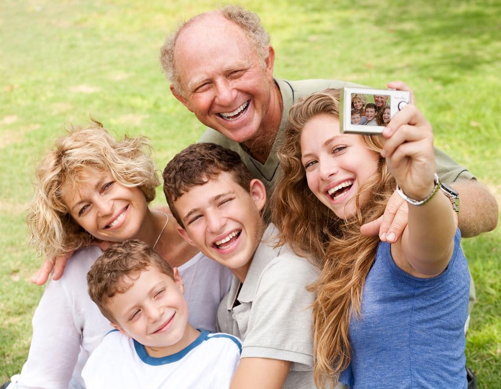 Fotos gratis de familia feliz en el parque