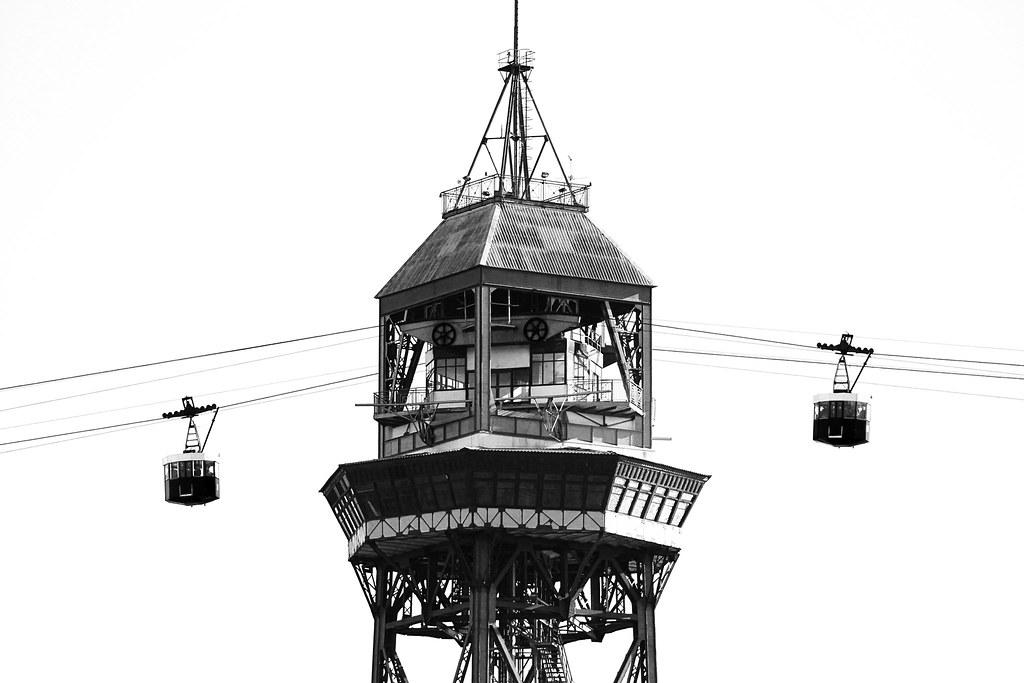 Foto gratis del teleférico de Barcelona en blanco y negro