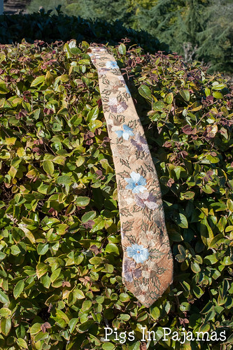 Flower necktie