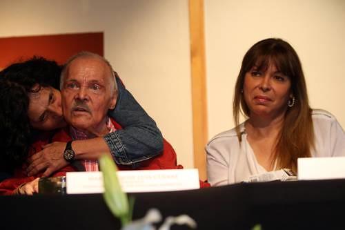 José Luis Cuevas reaparece en público; abrirá una exposición el día 19