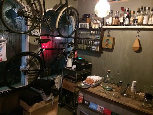 店内には自転車が!@サーモンアンドトラウト