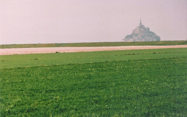 Le Mont-Saint-Michel on approach