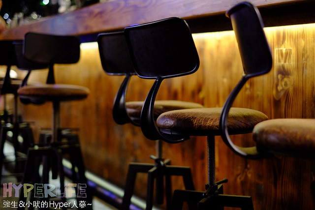 28492820620 00039f0f8a z - 【熱血採訪】台中南屯喝調酒享受舒服音樂和放鬆氣氛的好去處『SWING花酒蔵餐酒館』 ,適合情侶放閃約會或是姐妹淘結伴喝酒聊心事喔~