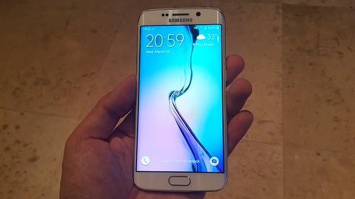 Galaxy S6 edge ด้านหน้า