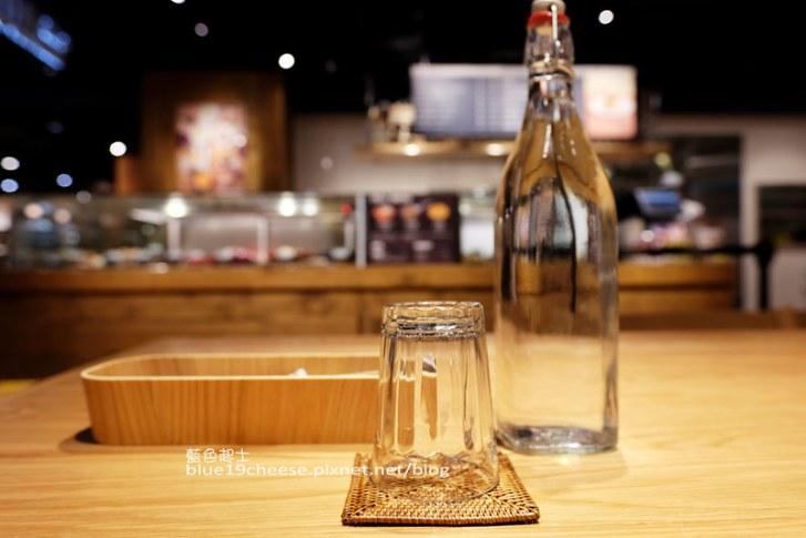 29400488563 b62d17eeec c - Cafe&Meal MUJI台中店-MUJI無印良品生活研究所台中旗艦店.冷熱食組合搭配套餐.貼心的兒童的木製遊戲空間.全台獨家刺繡服務.ReMUJI商品
