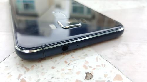 ASUS Zenfone 3 ZE520KL ด้านบน