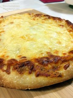 20150307-Pizza7 - cheesy delicious