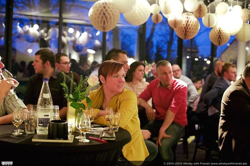 Een geïnteresseerd publiek op de SuperTess Tasting