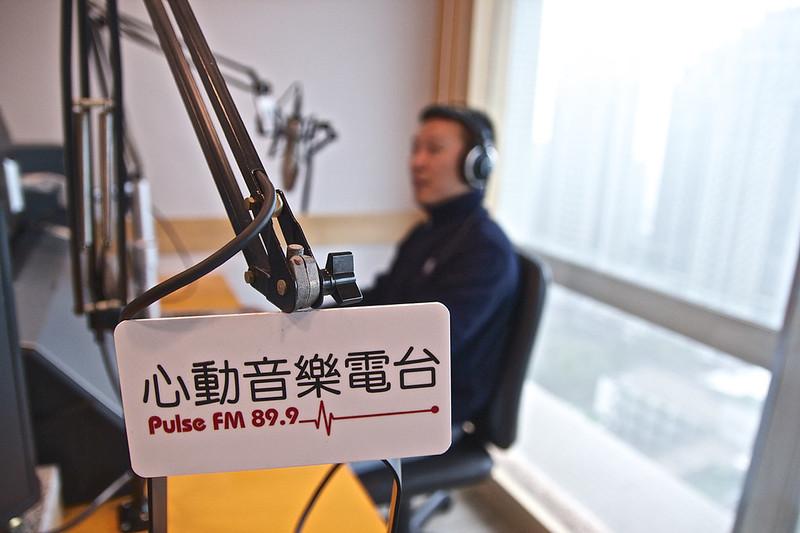 Pulse FM 899|心動音樂電臺錄音體驗,滿足成為廣播人的小夢想 - 甘單慢漫遊