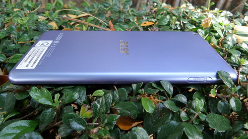 Acer Iconia Talk S ด้านซ้าย