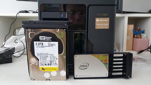ฮาร์ดดิสก์ที่ใช้ WD Black Enterprise Edition และ Intel SSD