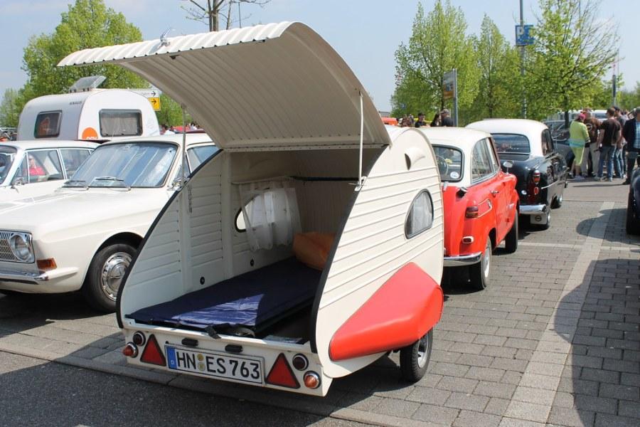 Einen Piccolo auf diesen Caravan!