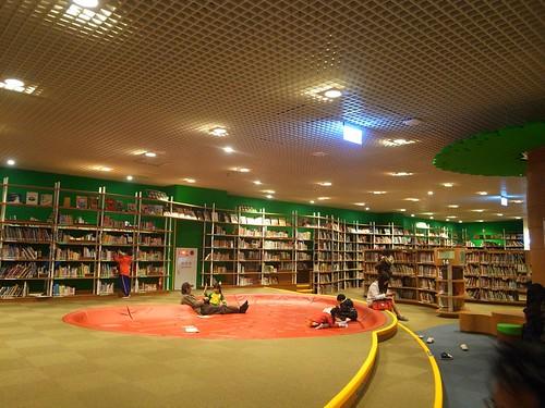 高雄圖書館總館:可以待一整天的閱讀空間