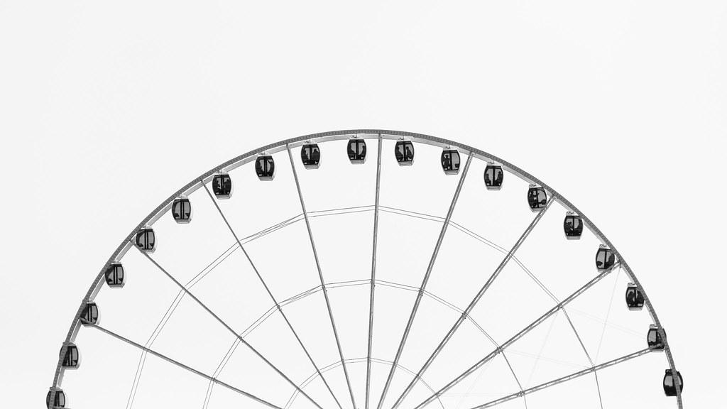 Imagen gratis de una noria en blanco y negro