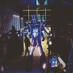 #humans versus the #intel #robot #vividcanon #vividsydney #ilovesydney #seeaustralia #lights #light #festival #sydney #picture