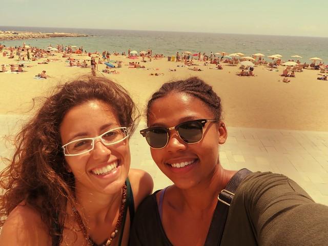 poblenou beach, friends in poblenou, reasons to visit barcelona