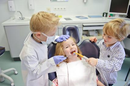 Pierwsza wizyta dziecka  w gabinecie stomatologicznym