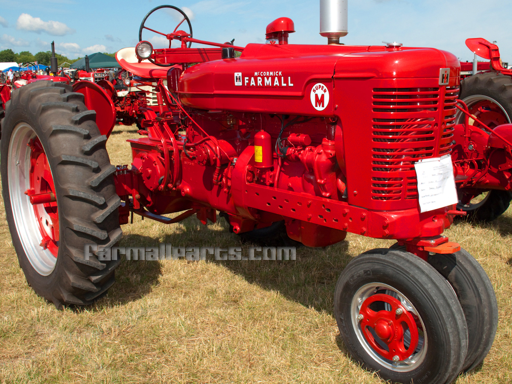 hight resolution of farmall super m tractor