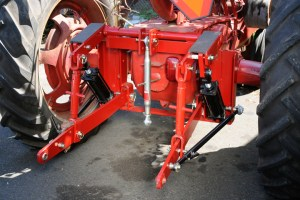 Hydraulic Cyliinder for 3 point hitch adaptors  Leveling Arms and Parts  Farmall Parts
