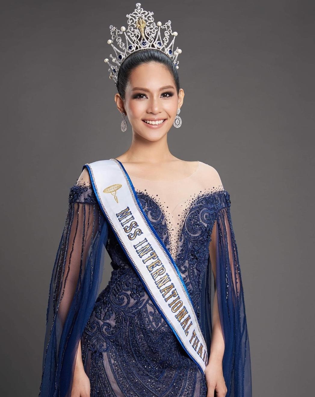 Apoteker Cantik Ini Menjadi Miss Internasional Pertama dari Thailand