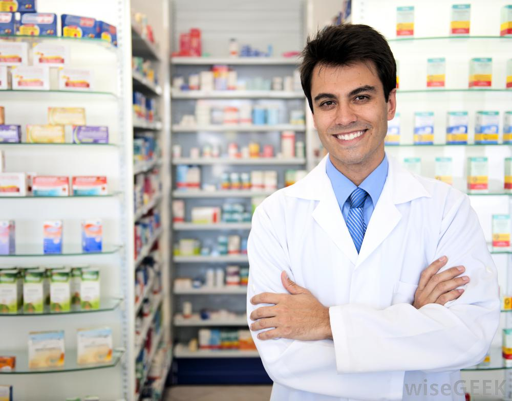 pharmacist-with-pills
