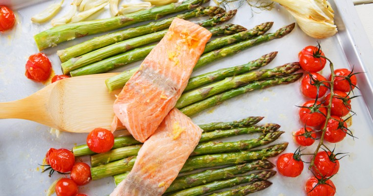 Pan Seared Salmon with Asparagus and Cherry Tomatoes