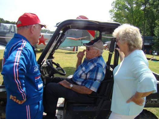 Boddy Cox, with wife Rosalyn, talking to the Bandit Flight Team