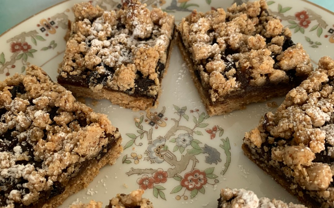 Mincemeat cookie bars on a plate