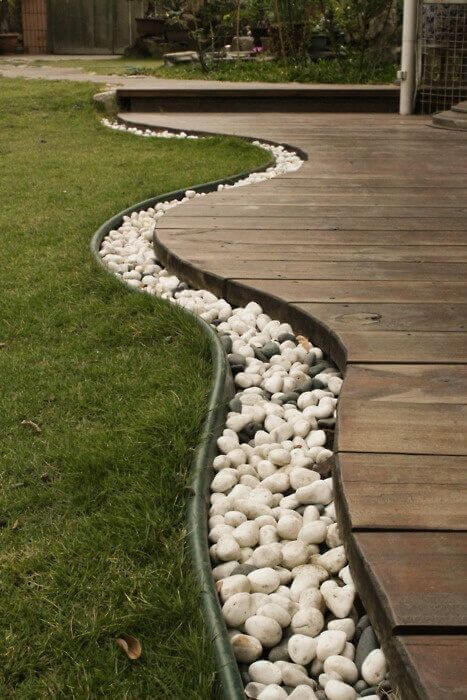 DIY Lawn Edging Ideas For Beautiful Landscaping: Modern Deck Edge with River Stones