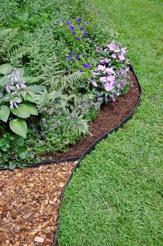 DIY Lawn Edging Ideas For Beautiful Landscaping: Understated Black Plastic Mulch Edging