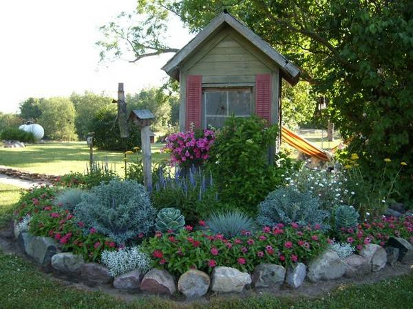 DIY Lawn Edging Ideas For Beautiful Landscaping: STONE GARDEN EDGING IDEAS
