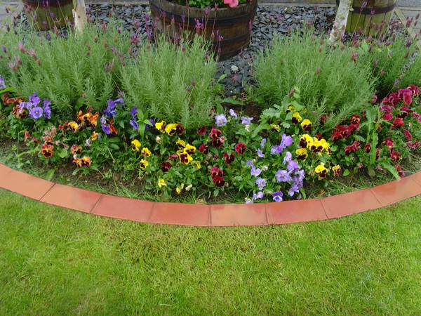 DIY Lawn Edging Ideas For Beautiful Landscaping: Creativity in bordering your garden beds with terracotta