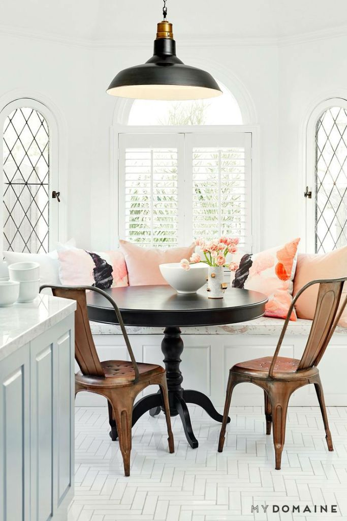 Classic Lines Breakfast Nook Ideas