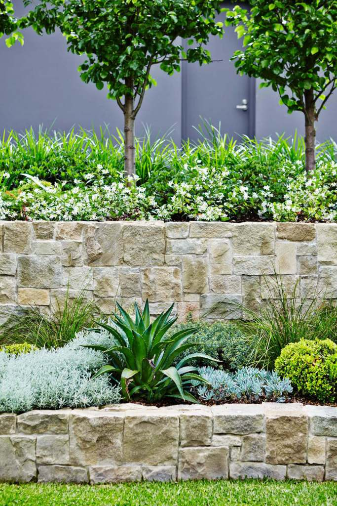 DIY Lawn Edging Ideas For Beautiful Landscaping: Rough Stone Tetris-Style Garden Wall