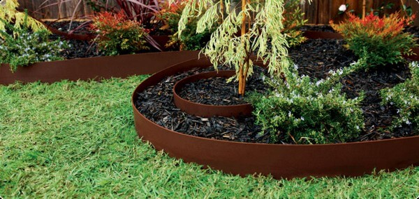 DIY Lawn Edging Ideas For Beautiful Landscaping: INEXPENSIVE LAWN EDGING IDEAS