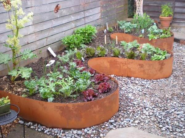 DIY Lawn Edging Ideas For Beautiful Landscaping: CURVED GARDEN EDGING IDEAS