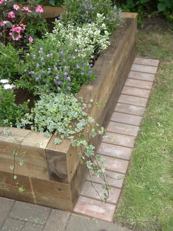 DIY Lawn Edging Ideas For Beautiful Landscaping: RAISED BEDS GARDEN EDGING IDEAS