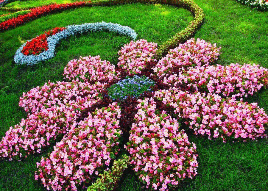 31 Gorgeous Flower Bed Ideas to Try For Your Garden ... on Flower Bed Ideas Backyard id=39636