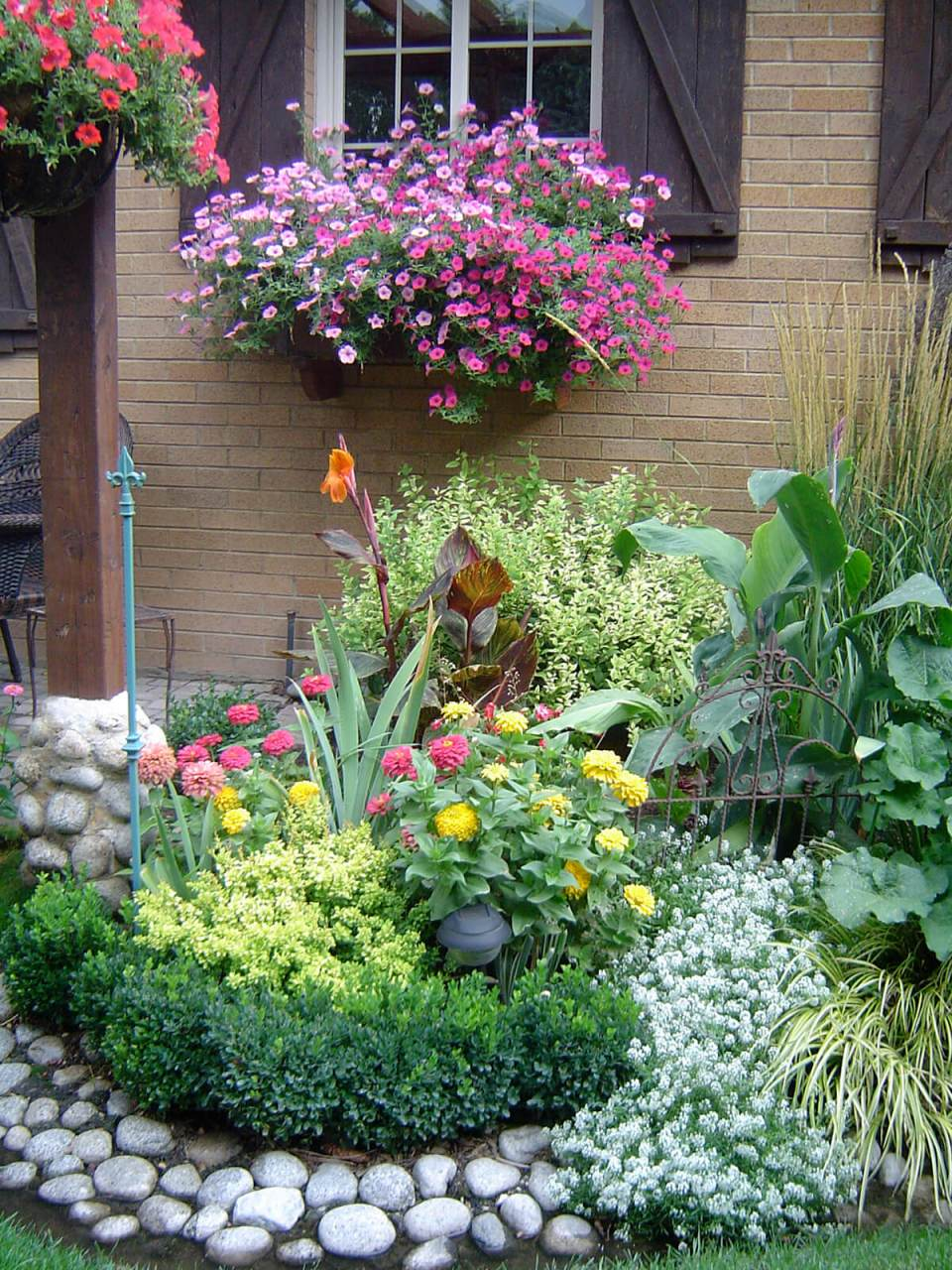 31 Gorgeous Flower Bed Ideas to Try For Your Garden ... on Flower Bed Ideas Backyard id=89400