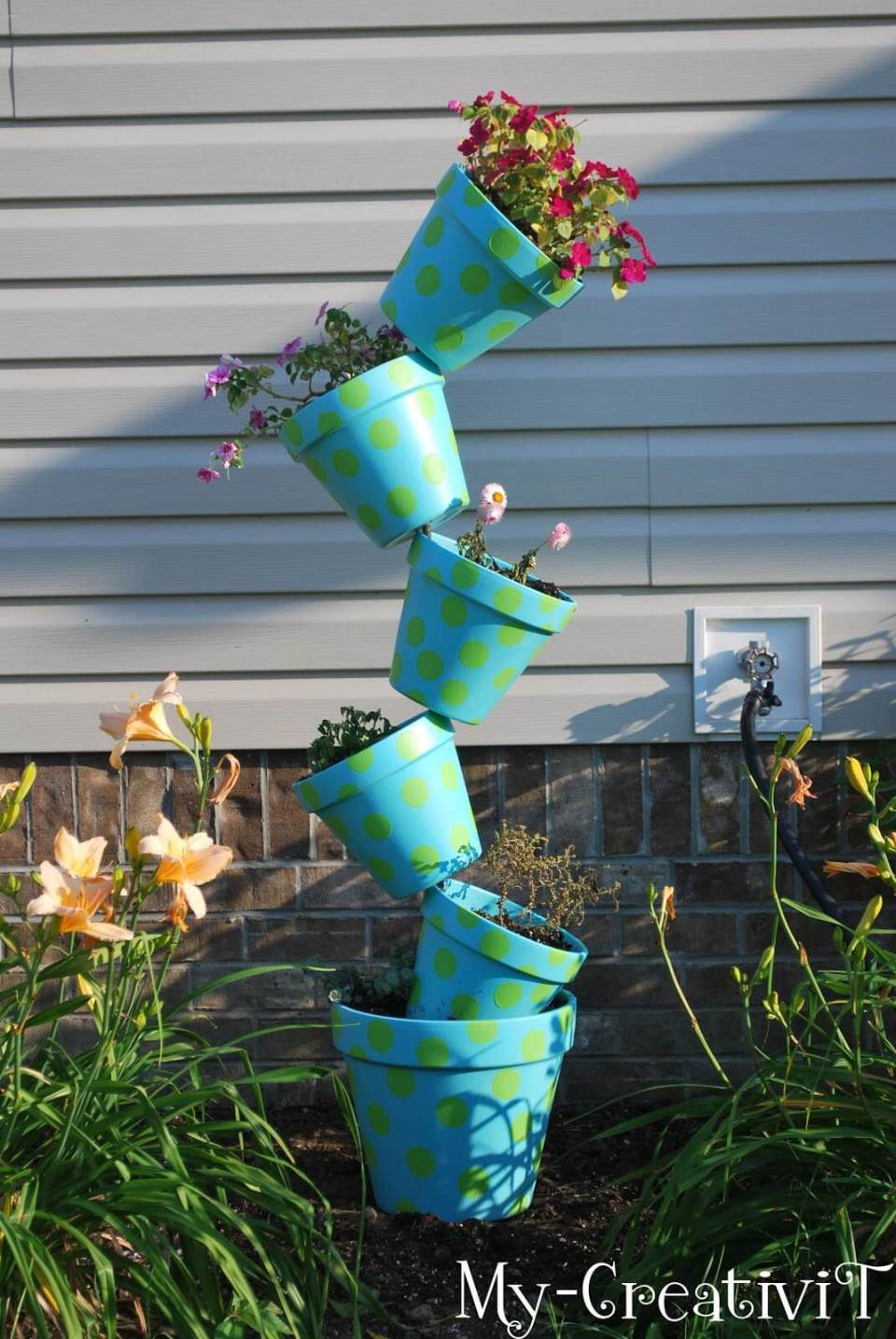 DIY Flower Towers Ideas: Crazy Polka Dotted Teetering Tower